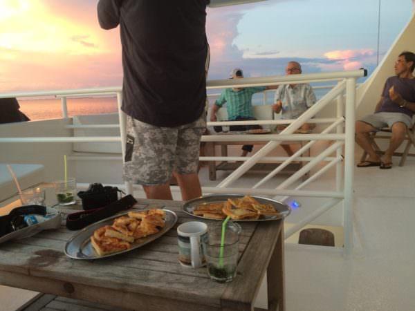 Sunset, Snack und Mojito