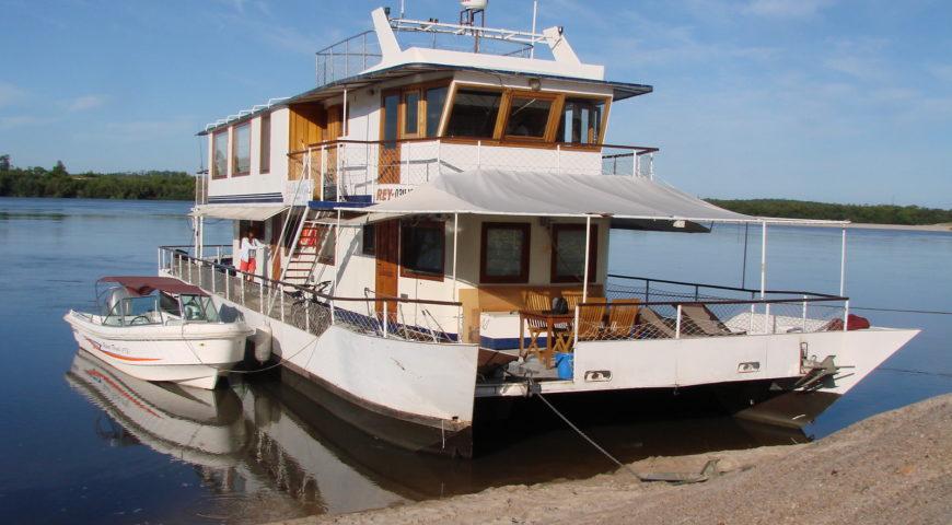 Argentinien-Dorado-Cruiser-Gallerie-Mutterschiff