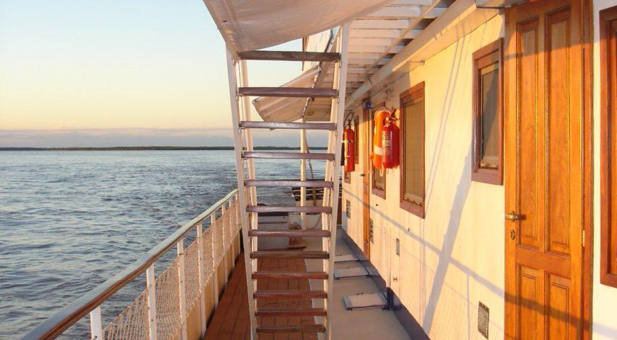 Argentinien-Dorado-Cruiser-Gallerie-Schiff-auf-Parana