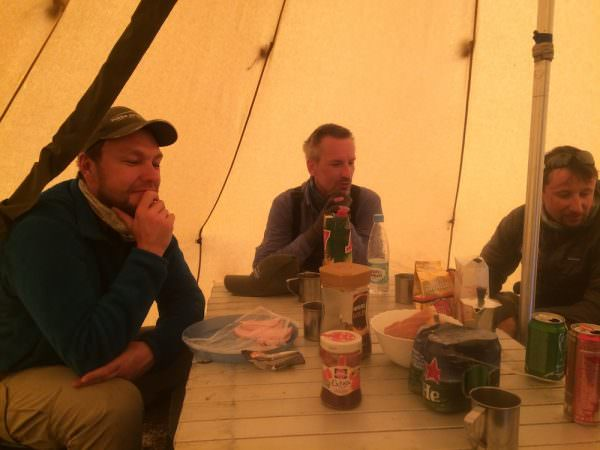 Frühstück im Camp