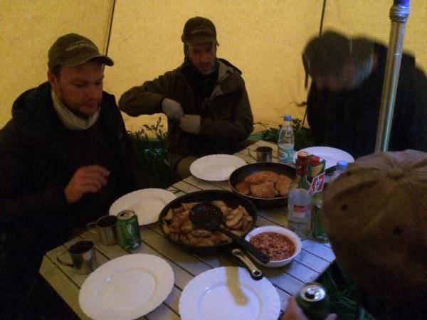 Dinner im Camp