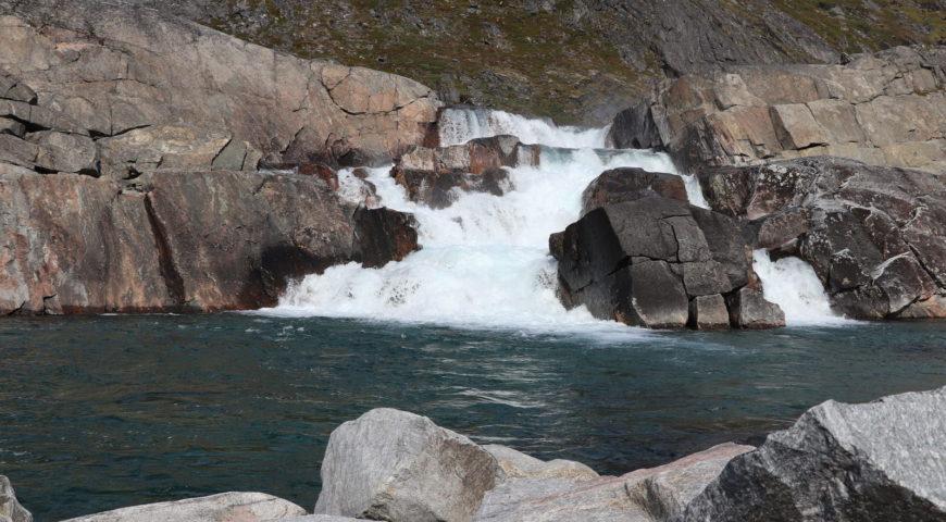 Grönland-Secret-River-Camp-Wasserfall