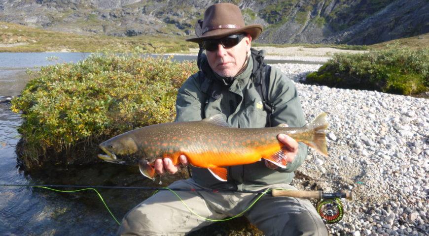 Grönland-Secret-River-Camp-oragnge-rod