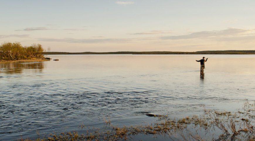 Russland-ASR-Forellen-Fluss-Litza
