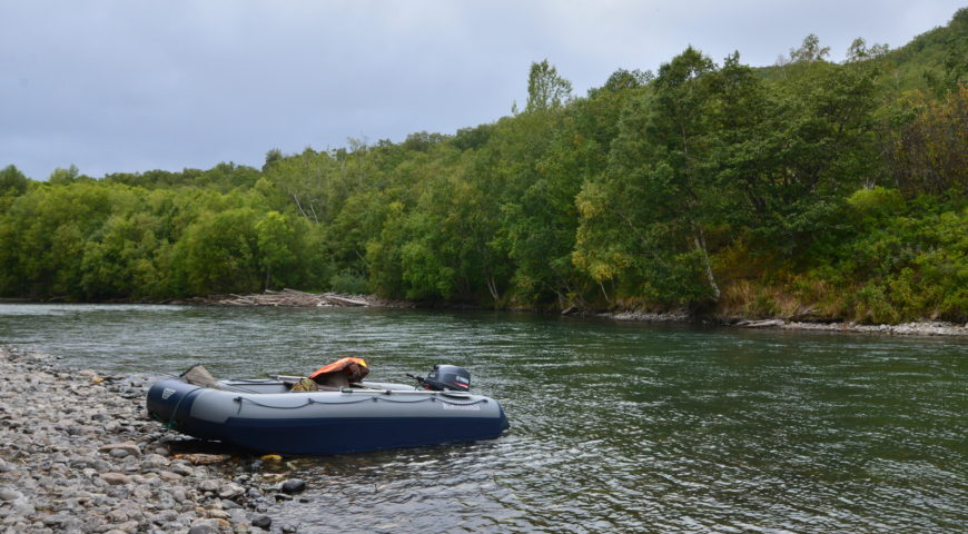 Russland-Kamchatka-Icha-River-Camp-Boot