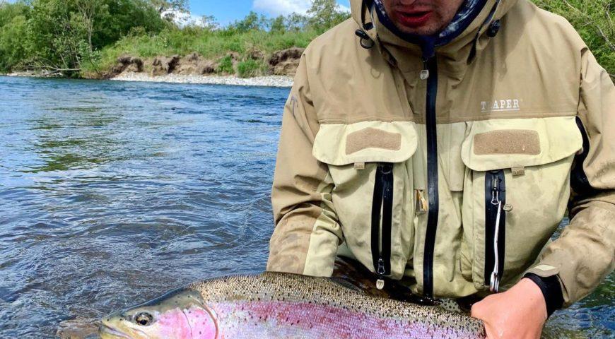 Russland-Kamchatka-Icha-River-Camp-Forelle-rund