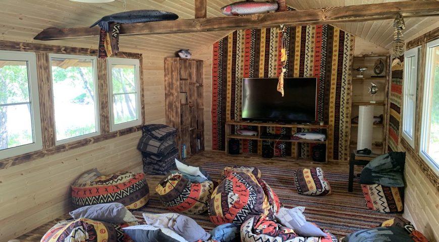 Russland-Kamchatka-Icha-River-Camp-Lounge