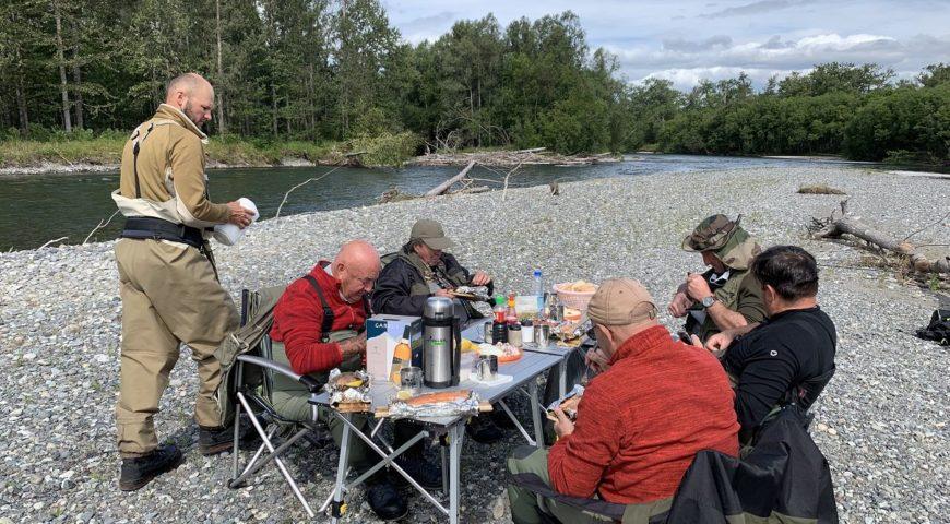 Russland-Kamchatka-Icha-River-Camp-Mittag-Fluss