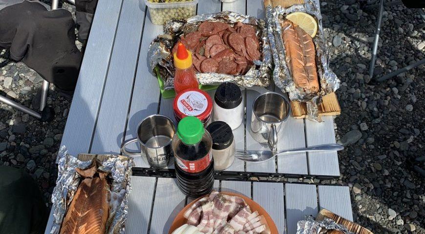 Russland-Kamchatka-Icha-River-Camp-Mittagessen