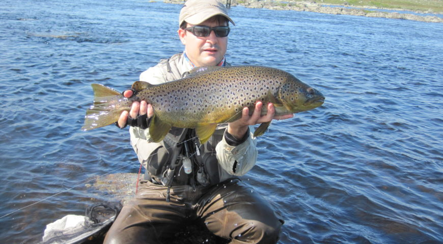 Russland-Varzina-Trout-Tented-Camp-Forelle-Buckel