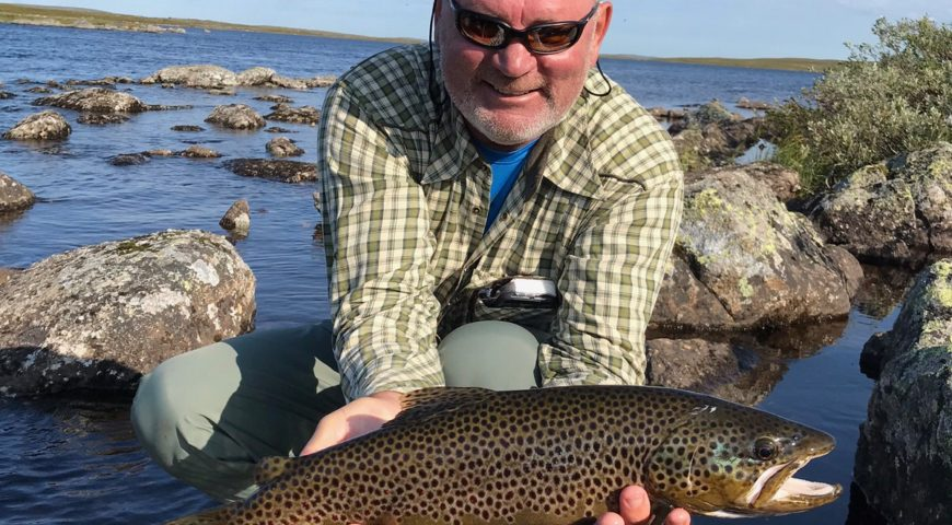 Russland-Varzina-Trout-Tented-Camp-Forelle-Fluss