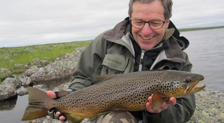 Russland-Varzina-Trout-Tented-Camp-Gallerie-Tundra-Bachforelle