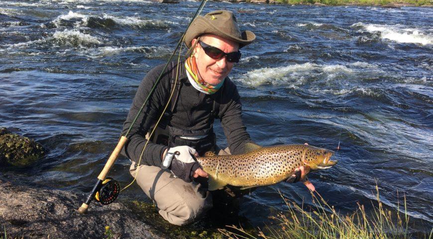 Russland-Varzina-Trout-Tented-Camp-Rapids