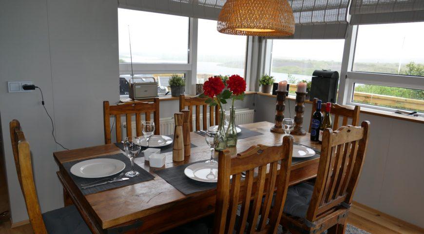 Sog-Asgardur-Lodge-Tisch
